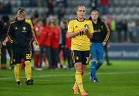 20181009 – BIEL BIENNE , SWITZERLAND : Belgian players with Janice Cayman pictured looking dejected and disappointed after failing to qualify after the female soccer game between Switzerland and the Belgian Red Flames , the second leg in the semi finals play offs for qualification for the World Championship in France 2019 ; the first leg ended in equality 2-2 ;  Tuesday 9 th october 2018 at The Tissot Arena  in BIEL BIENNE , Switzerland . PHOTO SPORTPIX.BE | DAVID CATRY