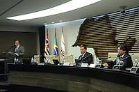 SAO PAULO, 27 DE JUNHO DE 2012 - 18 PREMIO FIESP MERITO AMBIENTAL - Da esquerda para a direita  Nelson Pereira dos Reis, representando Paulo Skaf, o secretário do Verde e Meio Ambiente Carlos Fortner representando o prefeito Gilberto Kassab e o conselheiro do COSEMA (Conselho de Meio Ambiente da Fiesp) Mario Hirose durante a solenidade de premiação da Fiesp que tem o objetivo de incentivar o setor produtivo a desenvolver boas práticas ambientais, na Fiesp, avenida Paulista, na noite desta quarta feira. FOTO: ALEXANDRE MOREIRA - BRAZIL PHOTO PRESS
