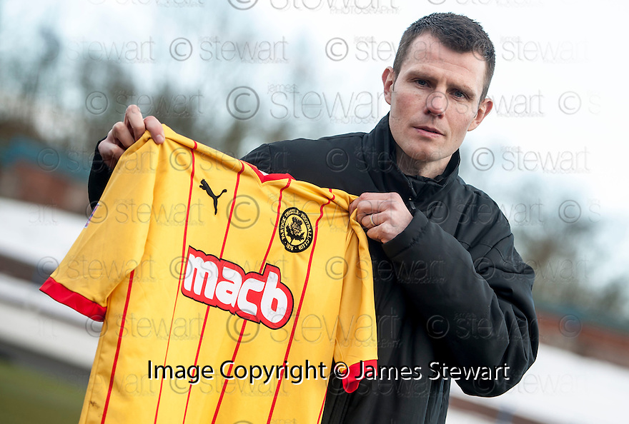 Thistle's Andy Dowie.