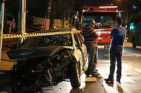 S&Atilde;O PAULO, SP, 02/06/2012, ACIDENTE AV CELSO GARCIA.<br /> <br />  Um veiculo teve a suspens&atilde;o arrancada ap&oacute;s bater contra um poste na Av. Celso Garcia altura do n&ordm; 1907, outro veiculo ainda foi atingido.<br />  N&atilde;o houve ferido, mas a area ficou isolada pois o poste amea&ccedil;ava cair, al&eacute;m da necessidade de pericia.<br /> <br />  Luiz Guarnieri/ Brazil Photo Press