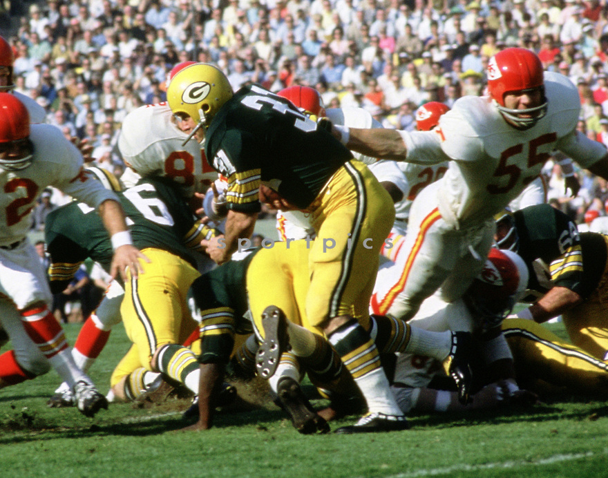 Green Bay Packers Jim Taylor (31) during the a game from his career with the Green Bay Packers. Jim Taylor was a 5-time Pro Bowler, 1-time All-Pro team and was inducted to the Pro Football Hall of Fame in 1976.(SportPics)