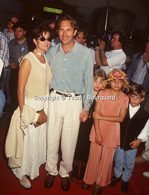 Costner Kevin, wife and  Kids Anny, Lili &  Jo-