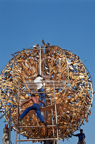 United Nations Conference on Environment and Development, Rio de Janeiro, Brazil, 3rd to 14th June 1992. Workmen putting the finishing touches to the Tree of Life.