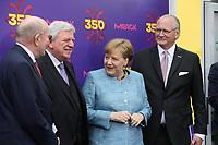 Bundeskanzlerin Angela Merkel (CDU) kommt an und wird vom Merck Vorstandstandsvorsitzenden Stefan Oschmann, Merck-Nachfahre Frank Stangenberg-Haverkamp und dem Hessischen Ministerpräsidenten Volker Bouffier (CDU) begrüßt - 03.05.2018: Festakt zu 350 Jahre Merck in Darmstadt mit Bundeskanzlerin Angela Merkel - 03.05.2018: Festakt zu 350 Jahre Merck in Darmstadt mit Bundeskanzlerin Angela Merkel