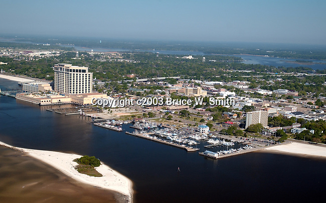 City of Biloxi Lighthouse Webcam. The lighthouse is in the middle of U.S. 90 at Porter Avenue, south of the new Biloxi Visitors Center, and just west of I loop and Beau Rivage Resort & Casino. Plan a visit to Biloxi, Mississippi.