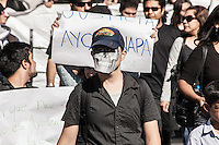 Salen a marchar en ciudaddes de todo Mexico por caso Ayotzinapa.<br /> Marchan ciudadanos<br />  de Hermosillo  al Congreso del Estado exigiendo justicia<br /> <br /> Hermosillenses marcharon rumbo al Congreso del Estado y tomaron las instalaciones, exigiendo justicia por los diferentes cr&iacute;menes que se dan en el pa&iacute;<br /> s , entre ellos los 43 estudiantes normalistas desapaerecidos en Ayotzinapa en el estado de Guerrero.<br /> <br /> Creditofoto: BetoRobles/NortePhoto