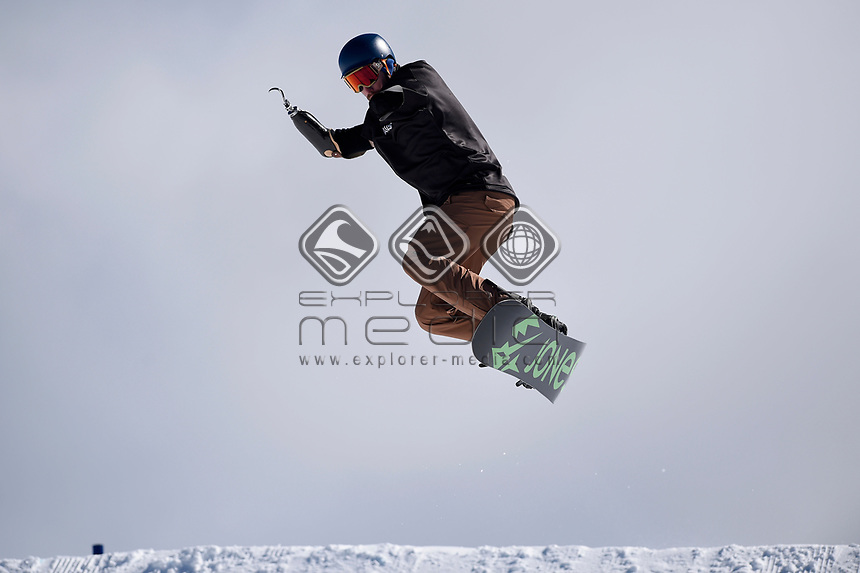 snowboarder Sean Pollard <br /> Australian Paralympic Committee<br /> 2017 Snowboard Cross training camp for <br /> 2018 Pyeongchang South Korea Paralympics<br /> Mount Hotham Ski Resort<br /> VIC / August 22nd - 24th 2017<br /> © Sport the library / Jeff Crow