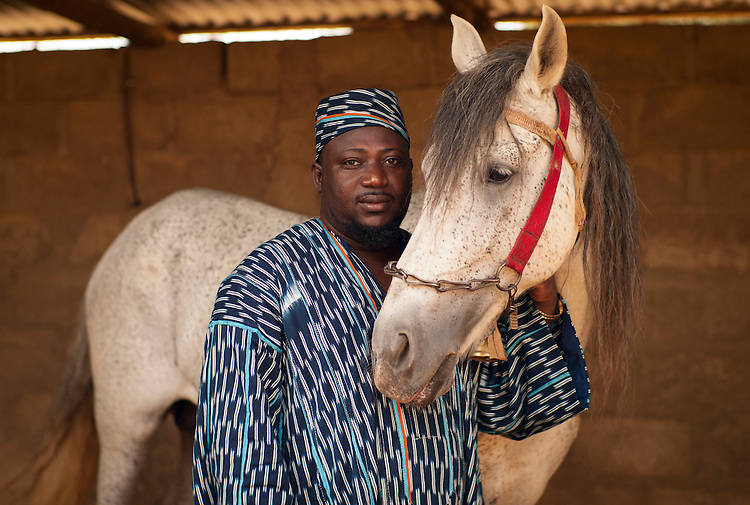 The Fourdounga, chief of the Peul tribe, of Djougou, Chabane Widad-Din and his horse.<br />  <br /> Le Fourdounga, chef des Peuls, de Djougou, Chabane Widad-Din, et son cheval.