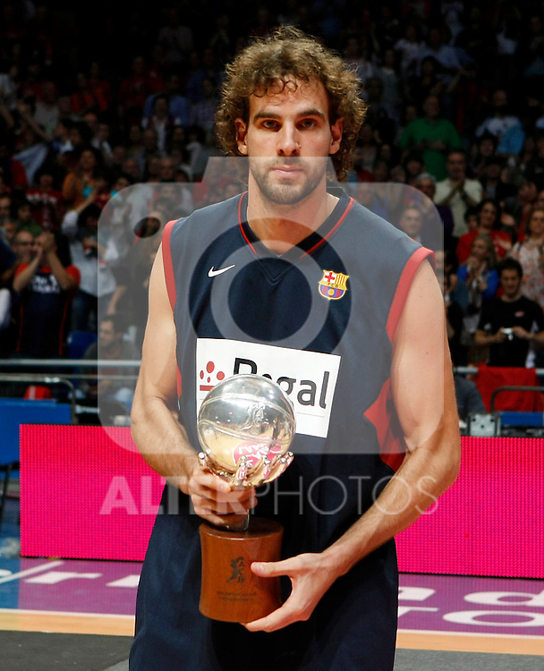 FC Barcelona's captain Roger Grimau with the Second Place ACB Finals Trophy. June 15,2010. (ALTERPHOTOS/Acero)