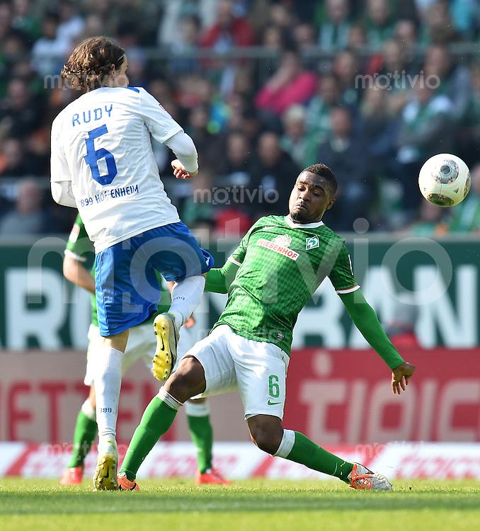 FUSSBALL   1. BUNDESLIGA   SAISON 2013/2014   31. SPIELTAG SV Werder Bremen - 1899 Hoffenhein                   19.04.2014 Sebastian Rudy (li, 1899 Hoffenheim) gegen Cedrick Makiadi (re, SV Werder Bremen)