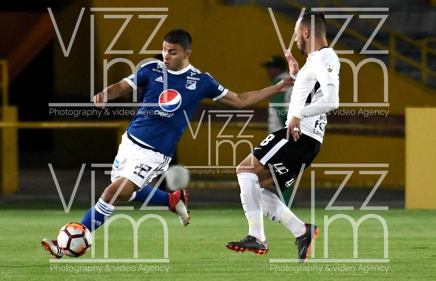 BOGOTA - COLOMBIA – 28 - 02 - 2018: Jhon Duque (Izq.) jugador de Millonarios (COL), disputan el balon con Maycon (Der.) jugador de Corinthians (BRA), durante partido entre Millonarios (COL) y Corinthians (BRA), de la fase de grupos, grupo 7, fecha 1 de la Copa Conmebol Libertadores 2018, en el estadio Nemesio Camacho El Campin, de la ciudad de Bogota. / Jhon Duque (L) player of Millonarios (COL), fights for the ball with Maycon (R) player of Corinthians (BRA), during a match between Millonarios (COL) and Corinthians (BRA), of the group stage, group 7, 1st date for the Conmebol Copa Libertadores 2018 in the Nemesio Camacho El Campin stadium in Bogota city. VizzorImage / Luis Ramirez / Staff.