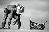"""Pescador artesanal, Antônio Costa Filho, separa os peixes capturados em armadilha conhecida como fuzarca"""" na praia da Romana no litoral paraense.<br /> Curuçá, Pará, Brasil.<br /> Foto Paulo Santos<br /> 1991"""