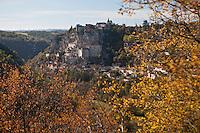 Europe/Europe/France/Midi-Pyrénées/46/Lot/Rocamadour: Le village de Rocamadour domine le Canyon de l'Alzou  - Cité religieuse