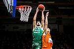 S&ouml;dert&auml;lje 2015-02-07 Basket Basketligan S&ouml;dert&auml;lje Kings - Bor&aring;s Basket :  <br /> S&ouml;dert&auml;lje Kings Darko Jukic i kamp om bollen vid korgen med Bor&aring;s Samuel Haanp&auml;&auml; under matchen mellan S&ouml;dert&auml;lje Kings och Bor&aring;s Basket <br /> (Foto: Kenta J&ouml;nsson) Nyckelord:  S&ouml;dert&auml;lje Kings SBBK T&auml;ljehallen Bor&aring;s Basket