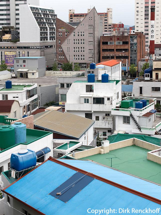 D&auml;cher im Viertel Dongpirang, Tongyeong, Provinz Gyeongsangnam-do, S&uuml;dkorea, Asien<br /> Dongpirang quarters, Tongyeong,  province Gyeongsangnam-do, South Korea, Asia