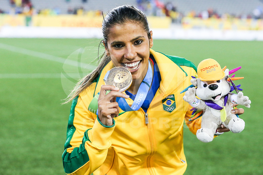 HAMILTON, CANADA, 25.07.2015 - PAN-FUTEBOL - Fabiana do Brasil comemora medalha de ouro após ganhar de 4 a 0 da Colombia em partida da final do futebol feminino nos jogos Pan-americanos no Estadio Tim Hortons em Hamilton no Canadá neste sábado, 25. (Foto: William Volcov/Brazil Photo Press)