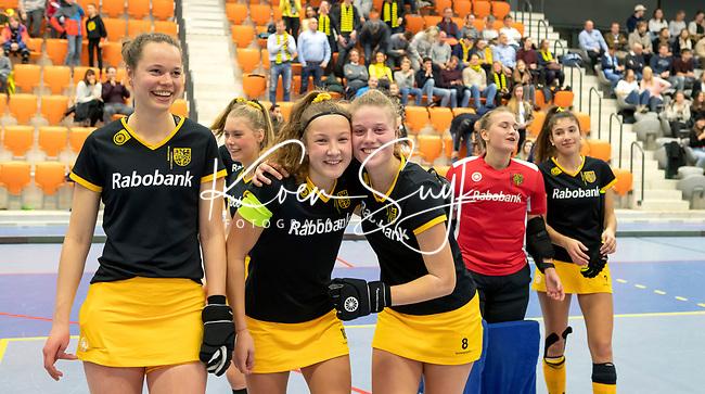 ROTTERDAM  - NK Zaalhockey . wedstrijd om brons  Den Bosch-Kampong. Den Bosch verliest maar kan toch lachen.  aan de bal,       COPYRIGHT KOEN SUYK