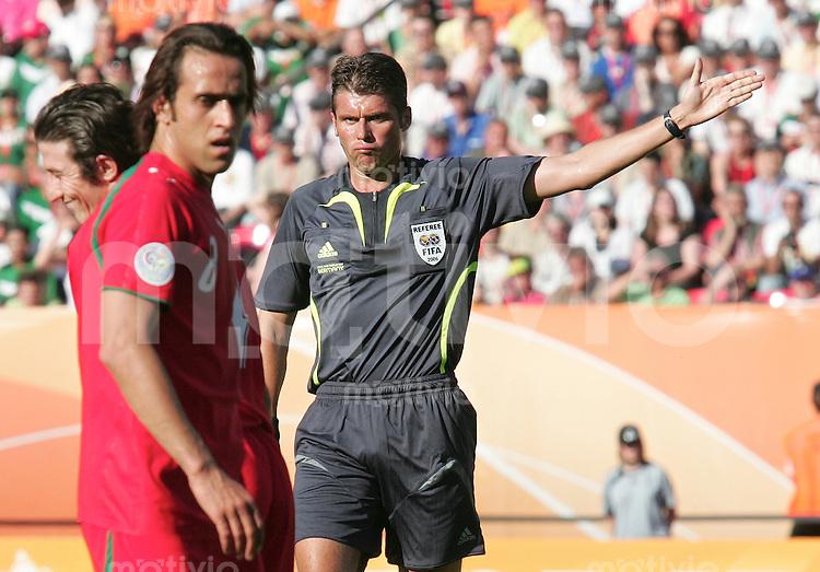 FussballInternational WM 2006 Vorrunde Mexiko-Iran AliKarimi (IRN) Referee Rosetti Roberto (ITA)