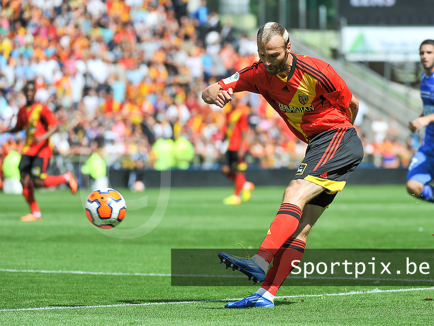 RC Lens - AJ Auxerre : Danijel Ljuboja with the assist for the 2-1 for Lens<br /> foto David Catry / nikonpro.be