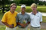 LEUSDEN - Winnaar Inder van Weerelt (m) met Robin Swane (l) en Wil Besseling. Stern Open 2003 op de Hoge Kleij. COPYRIGHT KOEN SUYK