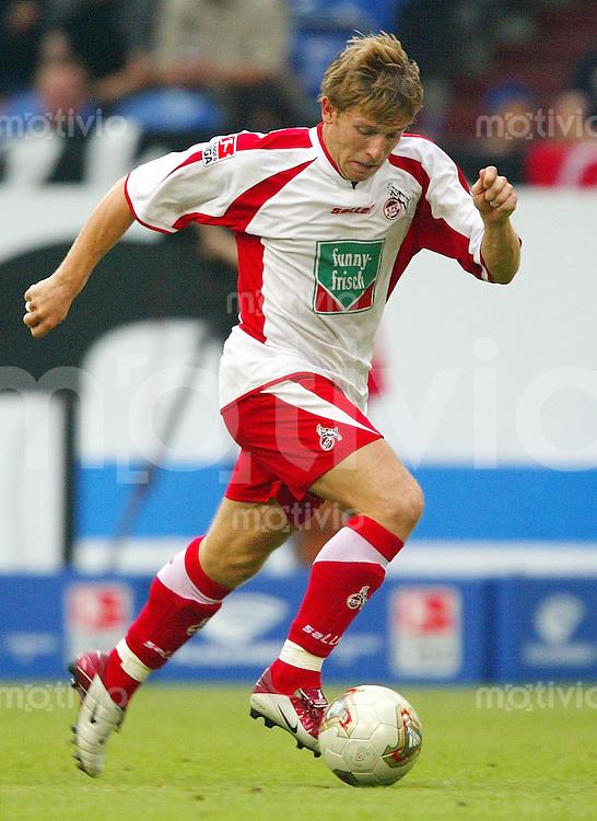 FUSSBALL Bundesliga Saison 2003/2004 Andrey VORONIN, Einzelaktion am Ball 1. FC Koeln