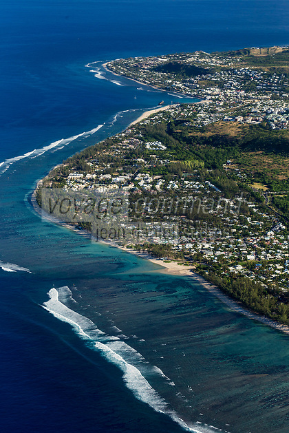 France, île de la Réunion, Saint-Paul, la plage du lagon de la Saline-les-Bains, vue aérienne // France, Reunion island (overseas department), Saint Paul, beach of Saline les Bains lagoon , aerial view
