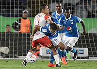 BOGOTA - COLOMBIA, 13-12-2017: Jhon Duque Arias (Der) jugador de Millonarios disputa el balón con Anderson Plata (Izq) jugador de Independiente Santa Fe durante partido partido por la final ida de la Liga Aguila II 2017jugado en el estadio Nemesio Camacho El Campin de la ciudad de Bogotá. / Jhon Duque Arias (R) player of Millonarios fights for the ball with Anderson Plata (L) player of Independiente Santa Fe during first leg match for the final of the Liga Aguila II 2017played at the Nemesio Camacho El Campin Stadium in Bogota city. Photo: VizzorImage / Gabriel Aponte / Staff.