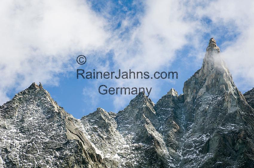 Switzerland, Canton Valais, Evolène - district Arolla: summer and winter resort at the end of the Val d'Hérens - summits Dent de Tsalion (3.589 m) left and Aiguille de la Tsa (3.668 m) right | Schweiz, Kanton Wallis, Evolène - Ortsteil Arolla: Sommer- und Winterferienort im oberen Talabschluss des Val d'Hérens (Eringertal), Dent de Tsalion (3.589 m) links und Aiguille de la Tsa (3.668 m) rechts