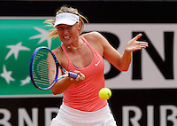 La russa Maria Sharapova in azione contro la serba Bojana Jovanovski durante gli Internazionali d'Italia di tennis a Roma, 14 maggio 2015. <br /> Russia's Maria Sharapova in action against Serbia's Bojana Jovanovski during the Italian Open tennis tournament in Rome, 14 May 2015.<br /> UPDATE IMAGES PRESS/Riccardo De Luca