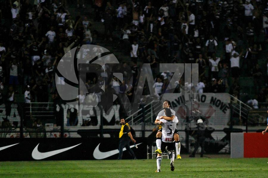 ATENÇÃO EDITOR: FOTO EMBARGADA PARA VEÍCULOS INTERNACIONAIS SÃO PAULO,SP,08 SETEMBRO 2012 - CAMPEONATO BRASILEIRO - CORINTHIANS x GREMIO -Giovanni jogador do Corinthians comemora gol durante partida Corinthians x Gremio válido pela 23º rodada do Campeonato Brasileiro no Estádio Paulo Machado de Carvalho (Pacaembu), na região oeste da capital paulista na noite deste sabado (08).(FOTO: ALE VIANNA -BRAZIL PHOTO PRESS)