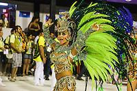 RIO DE JANEIRO, RJ, 11 DE FEVEREIRO 2013 - CARNAVAL RJ -  SAO CLEMENTE  - Integrantes da escola de Samba São Clemente durante segundo dia de desfiles do Grupo Especial do Carnaval do Rio de Janeiro na Marques de Sapucaí na noite desta segunda-feira . (FOTO: WILLIAM VOLCOV / BRAZIL PHOTO PRESS).