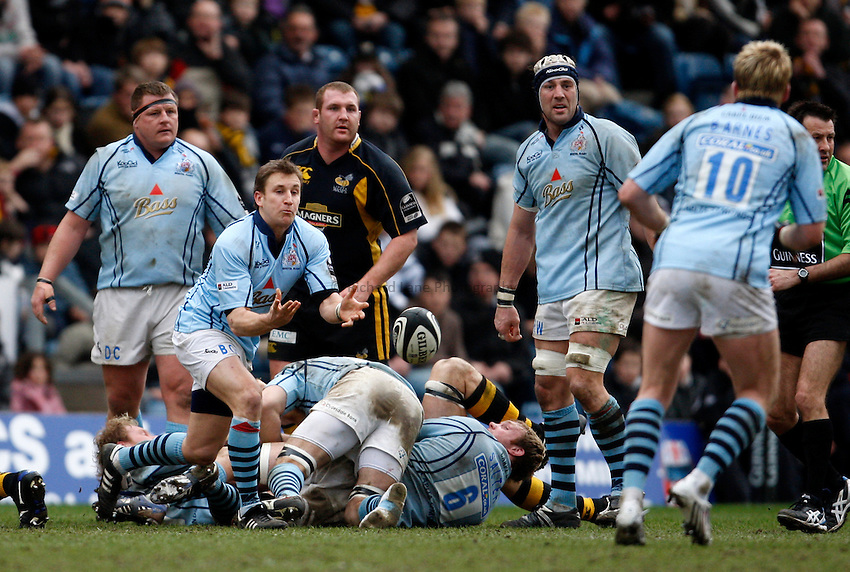 Photo: Richard Lane/Richard Lane Photography. .London Wasps v Bristol Rugby. Guinness Premiership. 23/02/3008. Bristol's Brian O'Riordan passes.