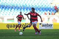ATENCAO EDITOR: FOTO EMBARGADA PARA VEÍCULOS INTERNACIONAIS. - RIO DE JANEIRO, RJ, 30 DE SETEMBRO DE 2012 - CAMPEONATO BRASILEIRO - FLAMENGO X FLUMINENSE - Cleber Santana, jogador do Flamengo, durante partida contra o Fluminense, pela 27a rodada do Campeonato Brasileiro, no Stadium Rio (Engenhao), na cidade do Rio de Janeiro, neste domingo, 30. FOTO BRUNO TURANO BRAZIL PHOTO PRESS