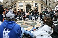 NAPOLI STREET DANCE IN GALLERIA UMBERTO.FOTO CIRO DE LUCA