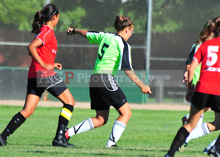 Jessie Jimenez of OV Storm plays during the RAGE College Showcase 2010 in Pleasanton California July 24, 2010. (Photo by Alan Greth)