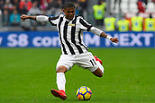 5th November 2017, Allianz Stadium, Turin, Italy; Serie A football, Juventus versus Benevento; Douglas Costa crosses into the box