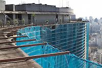 SÃO PAULO, SP - 07.10.2015 - COPAN-SP - Obras de restauração da fachada do Edifício Copan, projetado por Oscar Niemeyer (1907-2012) e inaugurado em 1966, no centro de São Paulo, nesta quarta-feira. As obras, orçadas em R$ 23 milhões, devem durar três anos. (Foto: Fabricio Bomjardim / Brazil Photo Press)