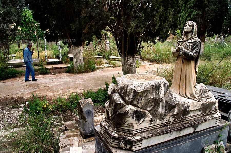 Algerie. Cimetiere europeen d'Oran. 17 Mai 2011<br /> <br /> Surnommee &laquo; la radieuse &raquo; (el-Bahia), Oran est la deuxieme ville d&rsquo;Algerie. Elle est dominee par la montagne de l&rsquo;Aidour et par le plateau du Moulay Abdelkader Al-Jilani. Le nom arabe d&rsquo;Oran est &quot;Wahran&quot; lequel vient du mot arabe &quot;wahr&quot; (&laquo; lion &raquo;). Cette appellation fait reference a une legende qui raconte que les deux derniers lions de la region ont ete chasses sur cette montagne en l&rsquo;an 900. Ainsi devant la mairie d'Oran, se trouvent deux grandes statues symbolisant les deux lions de la legende. De l&rsquo;occupation romaine, espagnole et francaise a l&rsquo;heritage des religions judeo-chretienne et musulmane, la ville est impregnee par les vestiges de nombreuses civilisations.<br /> <br /> Algeria, European cemetery, Oran. May 17, 2011<br /> <br /> Known as &ldquo;the radiant&rdquo; (el-Bahia), Oran is the second largest city of Algeria, overlooked by the A&iuml;dour mountain and the plateau of Moulay Abdelkader Al-Jilani. In Arabic, Oran is called &ldquo;Wahran&rdquo;, from the word &ldquo;wahr&rdquo; (lion). The city owes its name to a legend saying that the last two lions of the region were killed on this mountain in 900 A.D. That is why two giant lion statues stand in front of the city hall. Successively colonized by the Romans, the Spaniards and the French, the city is a blend of Judeo-Christian and Islamic heritages and is filled with the remains of many civilizations.