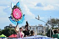 BRASÍLIA, DF, 06.02.2016 – CARNAVAL-DF - O bloco Baby Doll de Nylon durante carnaval em Brasília na tarde deste sábado, 06. (Foto: Ricardo Botelho/Brazil Photo Press)