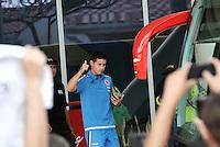 BARRANQUILLA - COLOMBIA - 27-03-2016: James Rodriguez, jugador de la Selección Colombia sale del Hotel hacia el entreno en Barranquilla. El equipo colombiano se prepara en Barranquilla para el partido contra el seleccionado de Ecuador el 29 de marzo, partido clasificatorio a la Copa Mundial de la FIFA Rusia 2018. / James Rodriguez, player of Colombia Team leave the Hotel, go to training in Barranquilla. Colombia team prepares in Barranquilla for the match against the national team of Ecuador on March 29, qualifying for the World Cup 2018 match Russia. (Photo: VizzorImage / Luis Ramirez/ Staff)