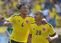 BOGOTA - COLOMBIA -17-03-2013: Juan Guillermo Cuadrado (Izq.) y Magnely Torres (Der.) de Colombia corren a celebrar gol durante  partido Colombia - Bolivia en el Estadio Metropolitano Roberto Meléndez en la ciudad de Barranquilla, marzo 22 de 2013. Partido de la 11 ª fecha de las Clasificatorias Sudamericanas para la Copa Mundial de la FIFA Brasil 2014. (Foto: VizzorImage / Alfonso Cervantes / Staff). Juan Guillermo Cuadrado (L) and Magnely Torres (R) of Colombia run to celebrate a gaol scored during of the match Colombia - Bolivia at the Metropolitan Stadium Roberto Melendez in Barranquilla city, on March 16, 2013. Game of the 11th round of the South American Qualifiers for the FIFA World Cup Brazil 2014. (Photo: VizzorImage / Alfonso Cervantes / Staff.)