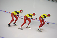 SCHAATSEN: CALGARY: Olympic Oval, 09-11-2013, Essent ISU World Cup, Team Pursuit, Ferre Spruyt, Maarten Swings, Bart Swings (BEL), ©foto Martin de Jong