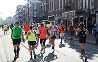 Nederland - Amsterdam - 2017 .  De Marathon van Amsterdam. De laatste kilometers.   Foto Berlinda van Dam / Hollandse Hoogte