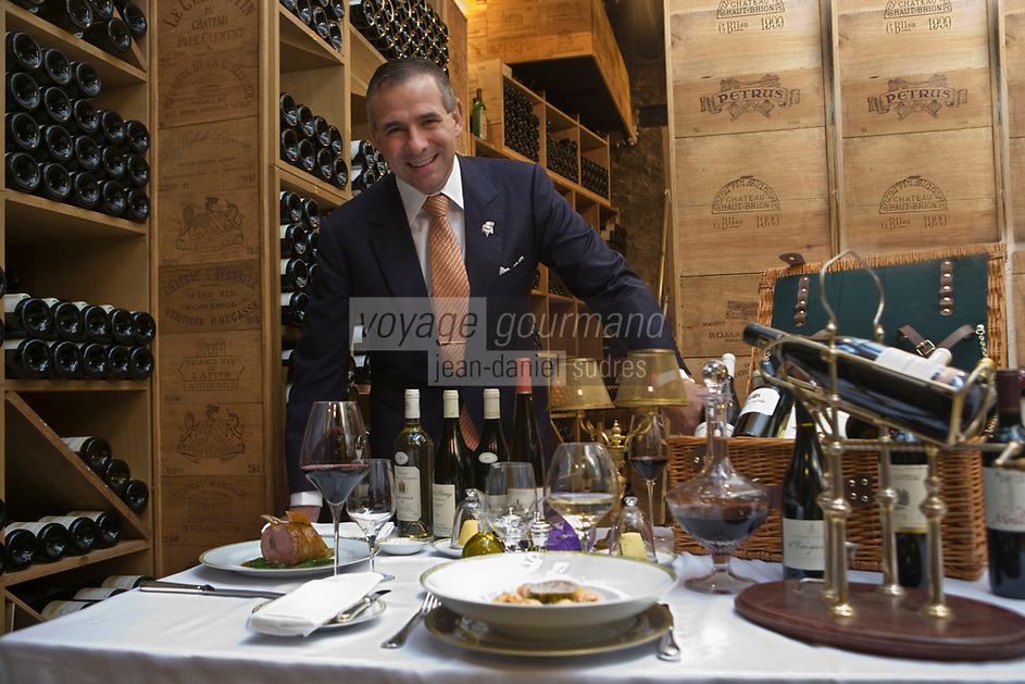 "Europe/France/Ile de France/75008/Paris:  Eric Beaumard  dans les caves du Restaurant ""le Cinq"" à l'Hotel  Four Seasons Georges V lors d'un repas ""Accord mets vins""  [Non destiné à un usage publicitaire - Not intended for an advertising use]"
