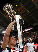 Calcio, finale Tim Cup: Milan vs Juventus. Roma, stadio Olimpico, 21 maggio 2016.<br /> Juventus&rsquo; Paulo Dybala holds up the trophy at the end of the Italian Cup final football match between AC Milan and Juventus at Rome's Olympic stadium, 21 May 2016. Juventus won 1-0 in the extra time.<br /> UPDATE IMAGES PRESS/Isabella Bonotto
