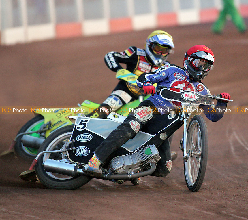 Heat 11 - Joonas Kylmakorpi (red) heads into the first bend ahead of Martin Smolinksi - Arena Essex Hammers vs Coventry Bees - Sky Sports Elite League A - 31/05/06 - (Gavin Ellis 2006)