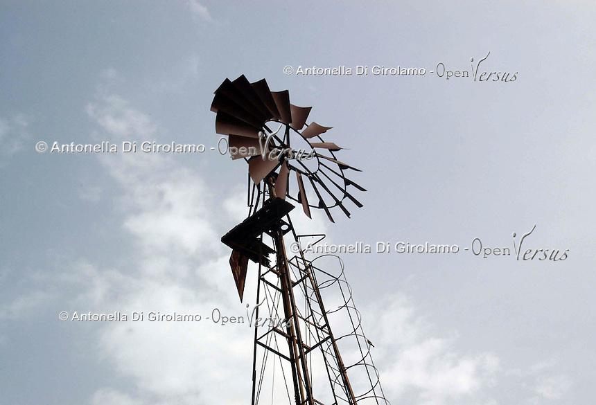 Mulino a vento. Windmill...