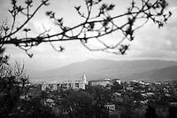 "Nagorny-Karabach, 14.05.2011, Shushi. Blick auf Schuschi. ""The Twentieth Spring"" - ein Portrait der s¸dkaukasischen Stadt Schuschi, 20 Jahre nach der Eroberung der Stadt durch armenische K?mpfer 1992 im B¸gerkrieg um die Unabh?ngigkeit Nagorny-Karabachs (1991-1994). A view down to Shushi. ""The Twentieth Spring"" - A portrait of Shushi, a south caucasian town 20 years after its ""Liberation"" by armenian fighters during the civil war for independence of Nagorny-Karabakh (1991-1994). .Une vue plongeante sur Chouchi. ""Le Vingtieme Anniversaire"" - Un portrait de Chouchi, une ville du Caucase du Sud 20 ans après sa «libération» par les combattants arméniens pendant la guerre civile pour l'indépendance du Haut-Karabakh (1991-1994)..© Timo Vogt/Est&Ost, NO MODEL RELEASE !!"