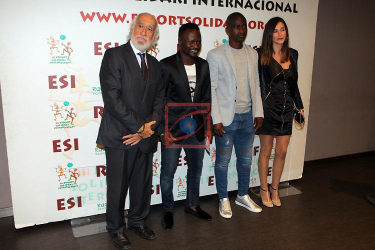 XIV Sopar Solidari de Nadal.<br /> Esport Solidari Internacional-ESI.<br /> Josep Maldonado, Haruna Baganguida, Samuel Okunovo con una amiga.