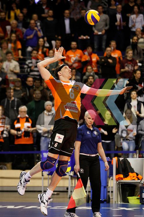 Berlins Felix Fischer (Nr. 6) beim Aufschlag <br /> <br /> 04.02.15 Volleyball, 1. Bundesliga, Maenner, Saison 2014/15, Berlin Recycling Volleys - TV Rottenburg<br /> <br /> Foto &copy; PIX *** Foto ist honorarpflichtig! *** Auf Anfrage in hoeherer Qualitaet/Aufloesung. Belegexemplar erbeten. Veroeffentlichung ausschliesslich fuer journalistisch-publizistische Zwecke. For editorial use only.